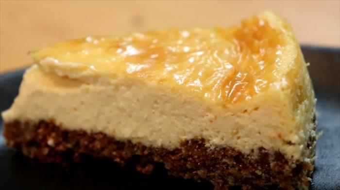 濃厚なベイクドチーズケーキの完成