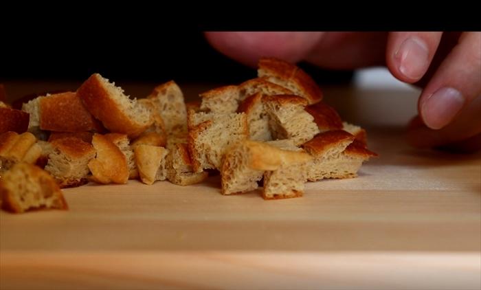 ローソンのブランパンを切る